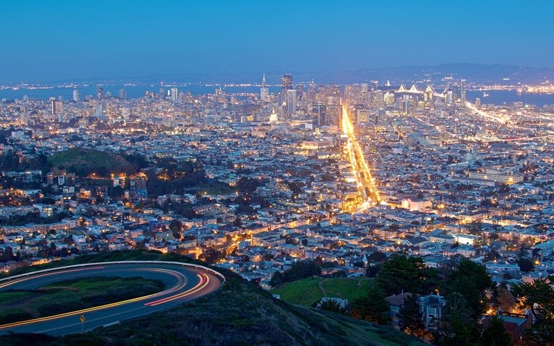 the wonderful San Francisco sunset view from the Twin Peaks hills