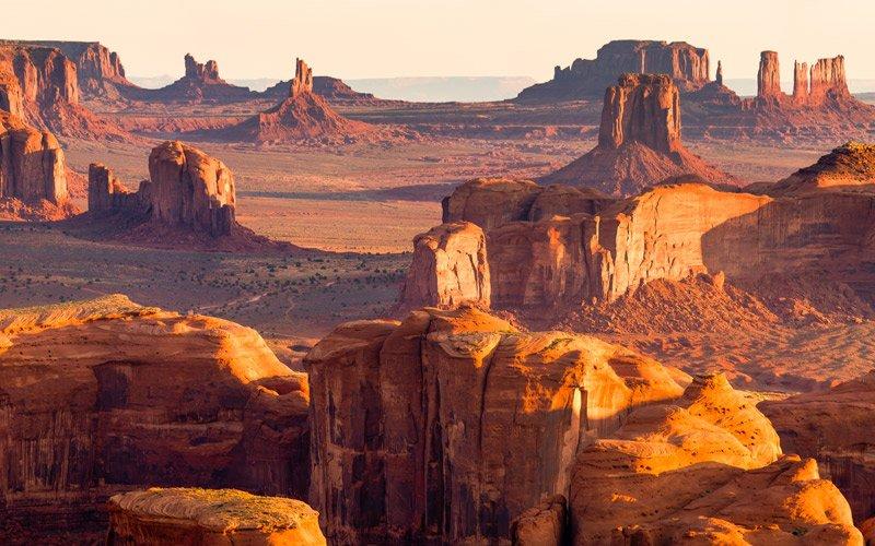 la silenziosa maestosità della Valley of the Gods e della Monument Valley